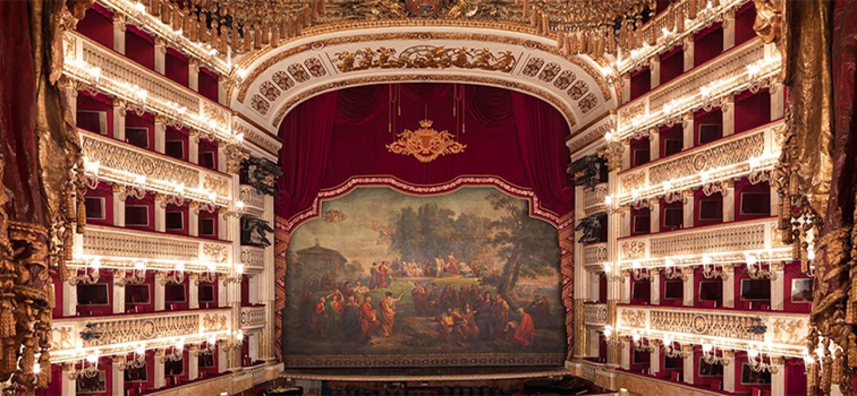 Teatro San Carlo Napoli  è 'Je Suis Charlie'