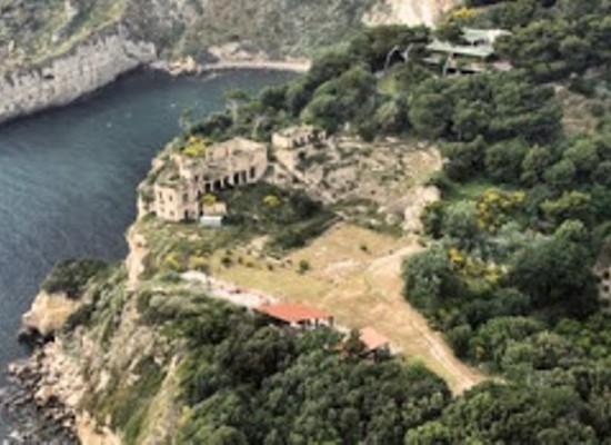 Itinerari turistici, Napoli nei palazzi dei fantasmi