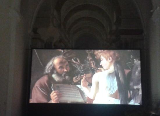 San Domenico Maggiore mostra i dettagli di Leonardo, Raffaello e Caravaggio