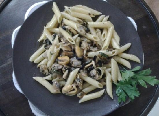 Ferragosto in tavola, Penne cozze, lupini, taratufi e zucchine grigliate con olio extravergine