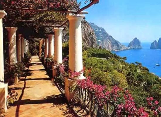 A passeggio tra Capri ed Anacapri, l'isola riscopre i suoi percorsi verdi