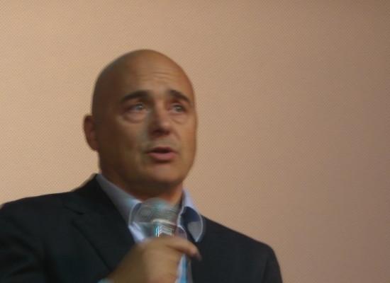 Luca Zingaretti in Perez, avvocato senza qualità in un Centro direzionale come New York