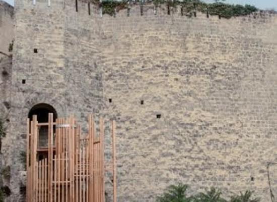 Castel Sant'Elmo in versione green tra un giardino svelato ed un campo di grano