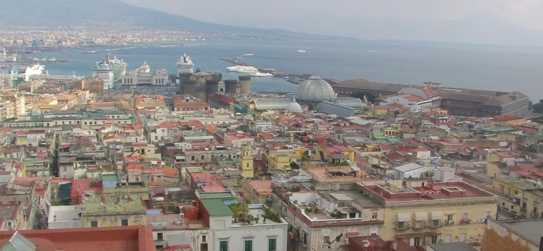 Napoli stop alle auto, ma la Befana fa circolare tutti