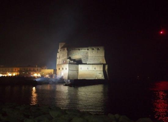 Castel dell'Ovo accende The light of Naples