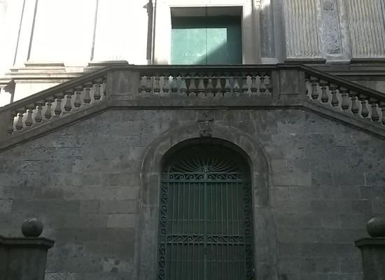 A Napoli la SS Trinità dei Pellegrini, la chiesa dei morti vestiti di rosso