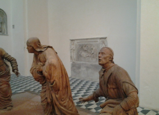 Sant'Anna dei Lombardi la chiesa con i volti degli Aragonesi