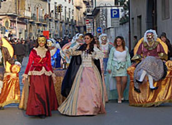 Carnevale: dalle Quadriglie musicali al funerale con cremazione, tutti in maschera