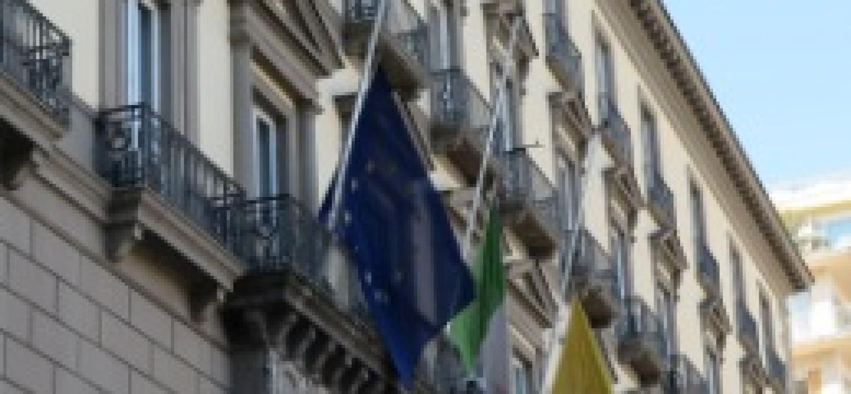 Migranti Canale di Sicilia, Napoli con bandiere a mezz'asta in memoria vittime
