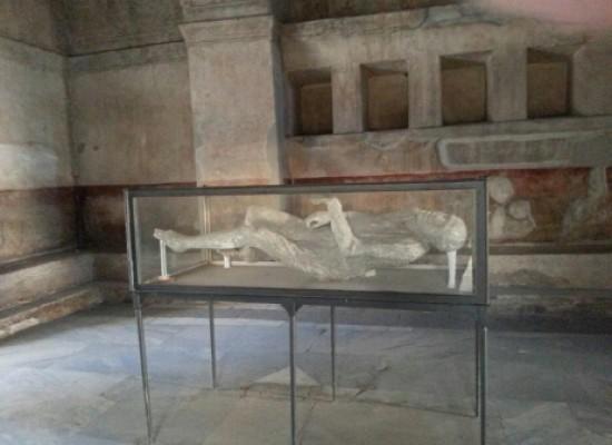 Pompei, calchi a raggi X si ricostruisce il Dna dei pompeiani