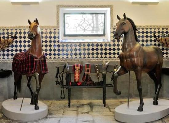 Villa Pignatelli, nuova collezione dedicata a cavalieri e cavalli
