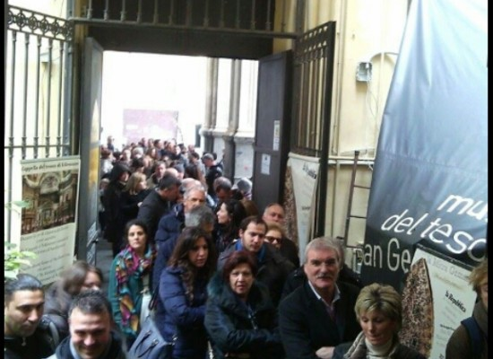 San Gennaro tutti in fila per il Tesoro dei Re, file ed entusiasmo tra i turisti