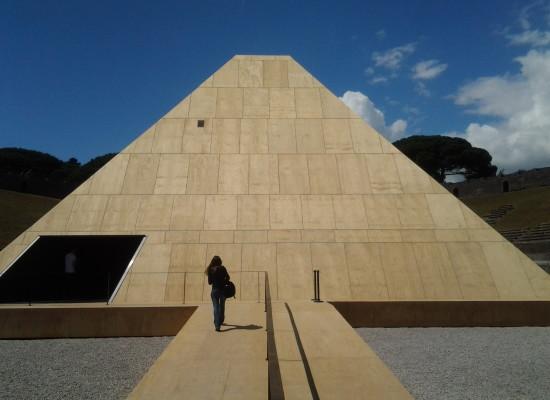 Pompei una Piramide in Anfiteatro