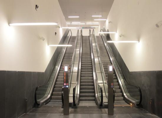 Metrò Linea 1, Stazione Municipio entra in funzione, lapide in memoria operaio morto Salvatore Renna