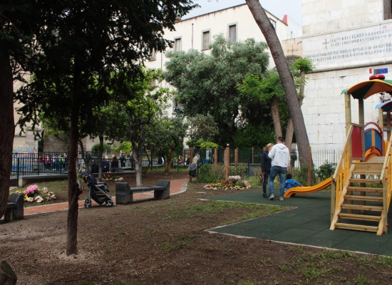 Santa Chiara inaugura i giardini intitolati al clochard Kuman Rosarch