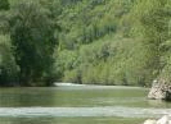 A piedi nudi lungo il torrente Ienga, il Beneventano svela i percorsi naturalistici