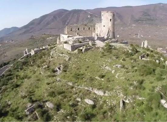 Anfiteatro romano, tombe e castello Normanno, tour in Irpinia