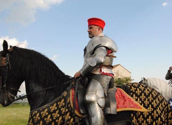 Napoli invasa da cavalli e cavalieri