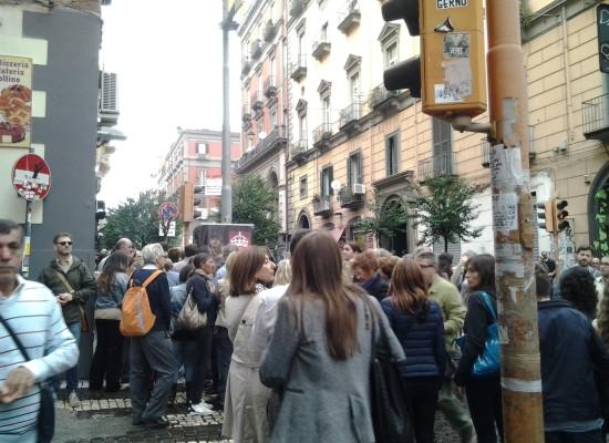 Girolamini, tutti in fila via Duomo presa d'assalto dai turisti