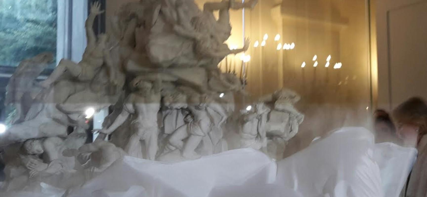 Capodimonte risvela la Caduta dei Giganti, grande festa per dieci anni Amici di Capodimonte