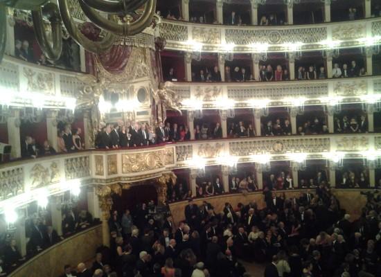 Sergio Mattarella per una Carmen che non incanta Napoli