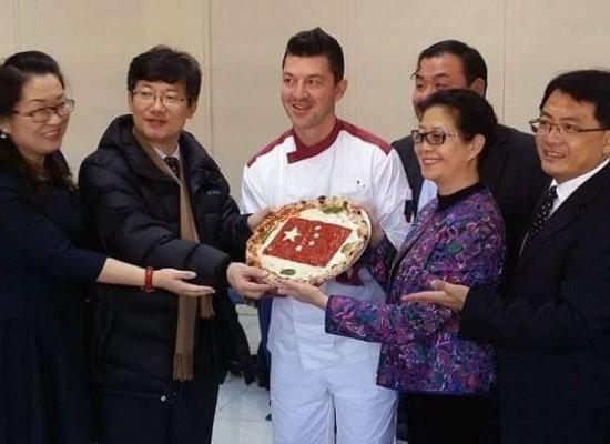 Ed il ministro diventa pizzaiolo