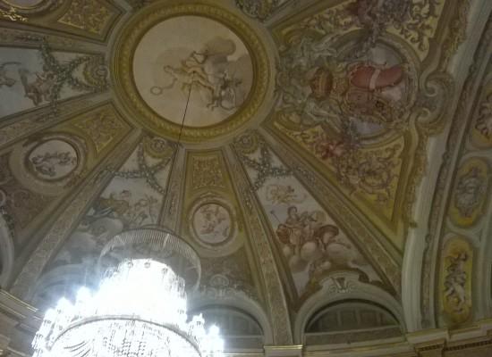 Reggia di Caserta, collezione Terrae Motus, un albergo a cinque stelle ed un ostello