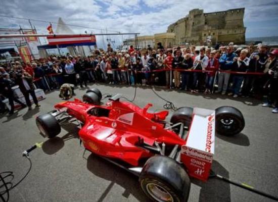 Palazzo Caracciolo si veste di Rosso Ferrari