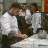Ciro Oliva con la pizza al ragù, miglior pizzaiolo Italia