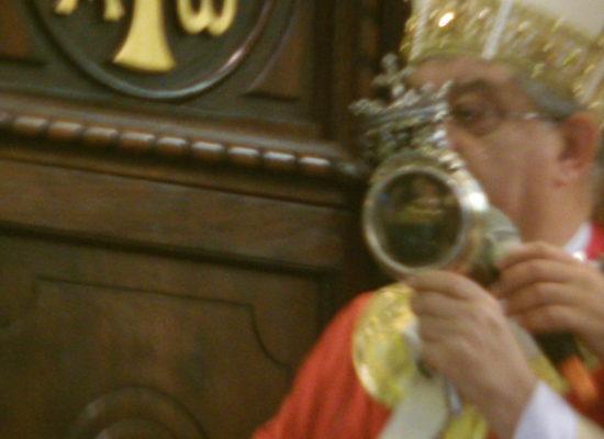 San Gennaro rinnova miracolo tra fuochi artificio e applausi