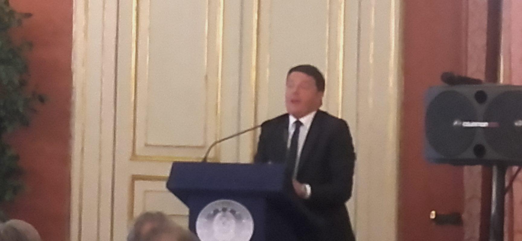 Matteo Renzi a Napoli in ritardo