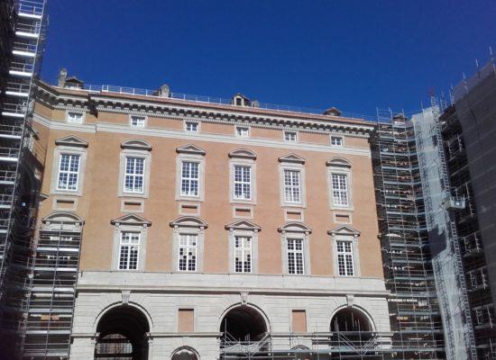 Reggia di Caserta, via i ponteggi risplendono le facciate