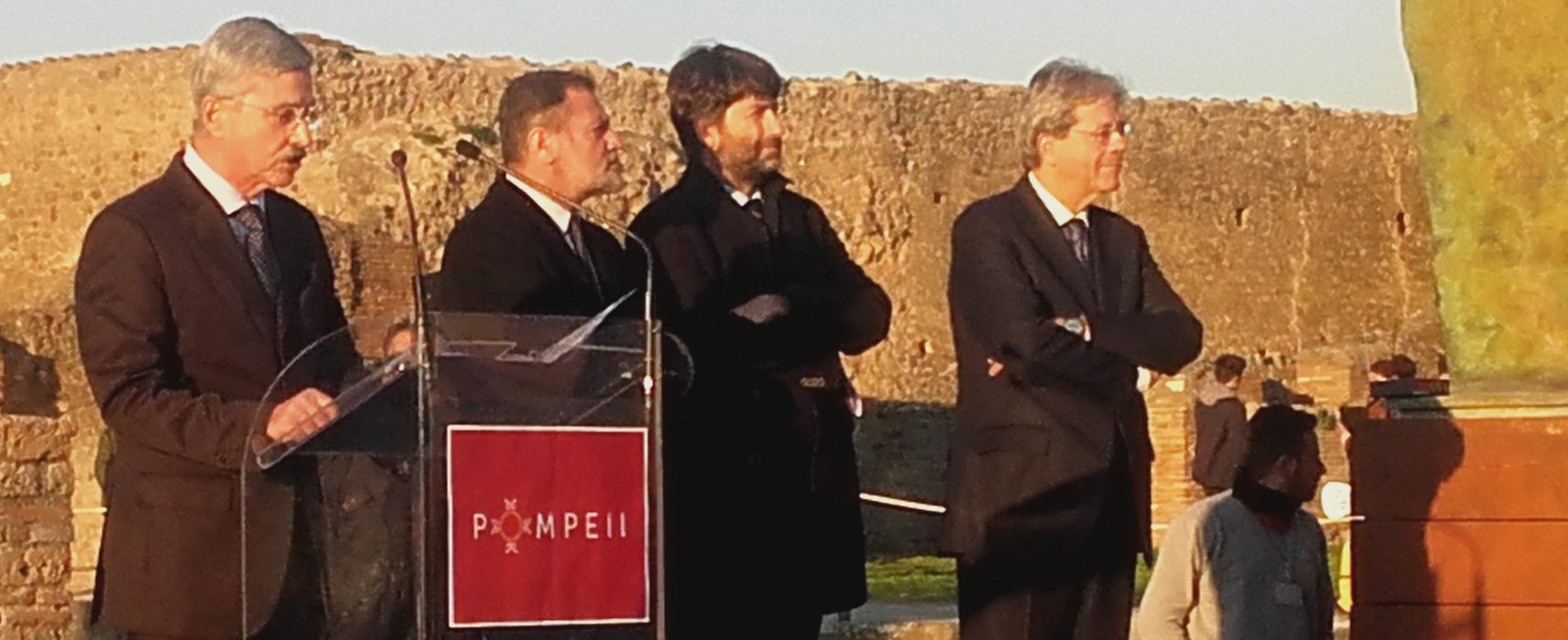 Gentiloni a Pompei riapre la casa dei Vettii