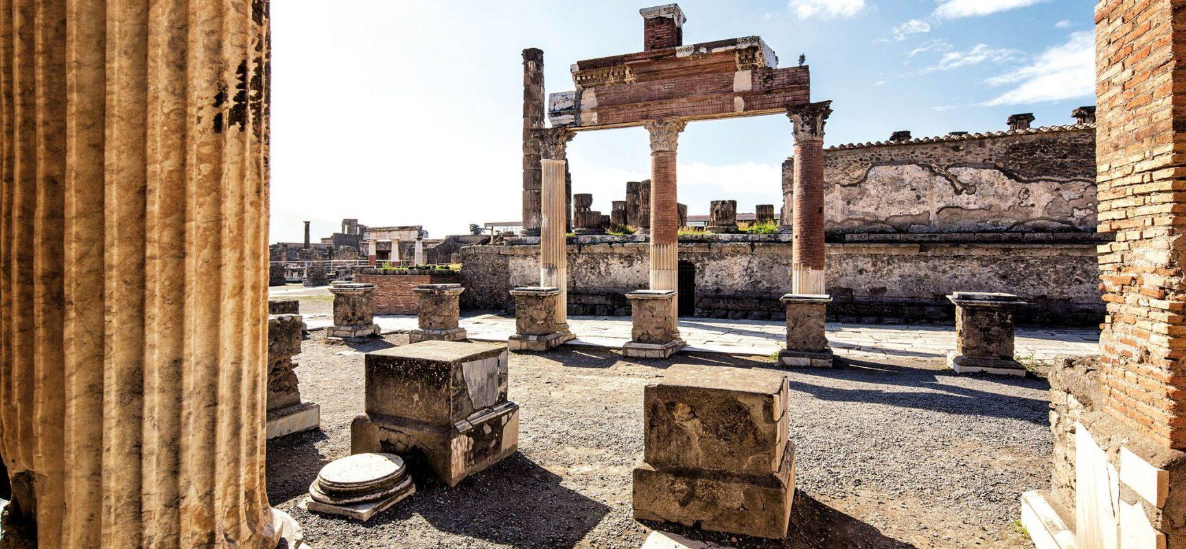 Pompei scoperta maxi epigrafe funeraria, 4 metri di racconto