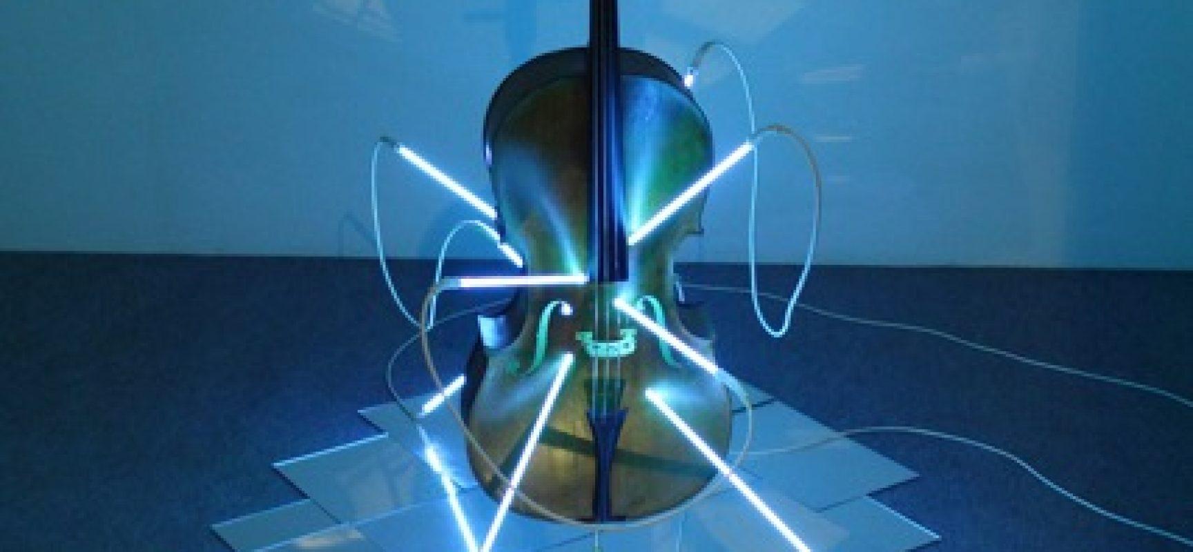 Filippo Centenari, San Sebastiano 2008_Cello, neon, mirrors, transformer, variable dimensions_Courtesy of the artist