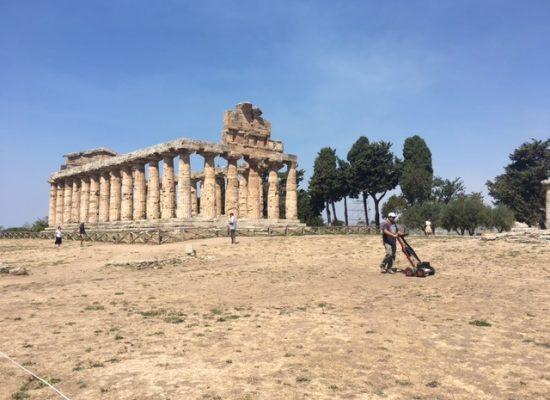 Templi Paestum, greci costruito collina per Athena