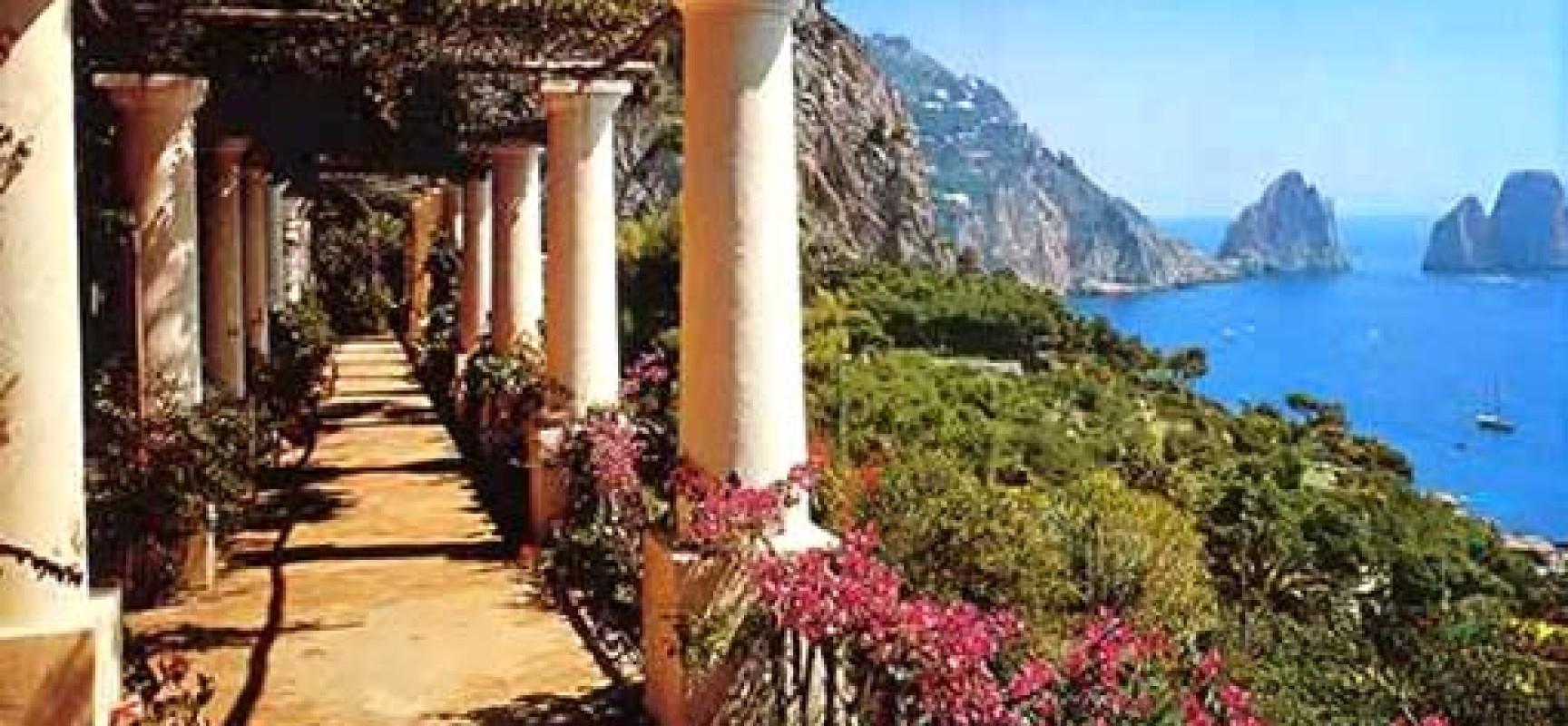 A passeggio tra Capri ed Anacapri, l'isola riscopre i suoi ...